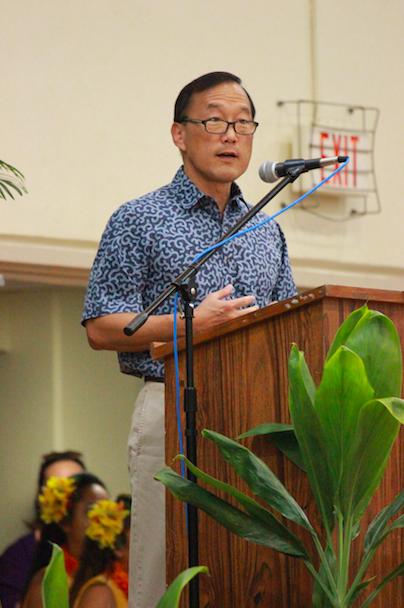Po'okula Earl Kim addresses the entire Kamehameha Kapalama student body.