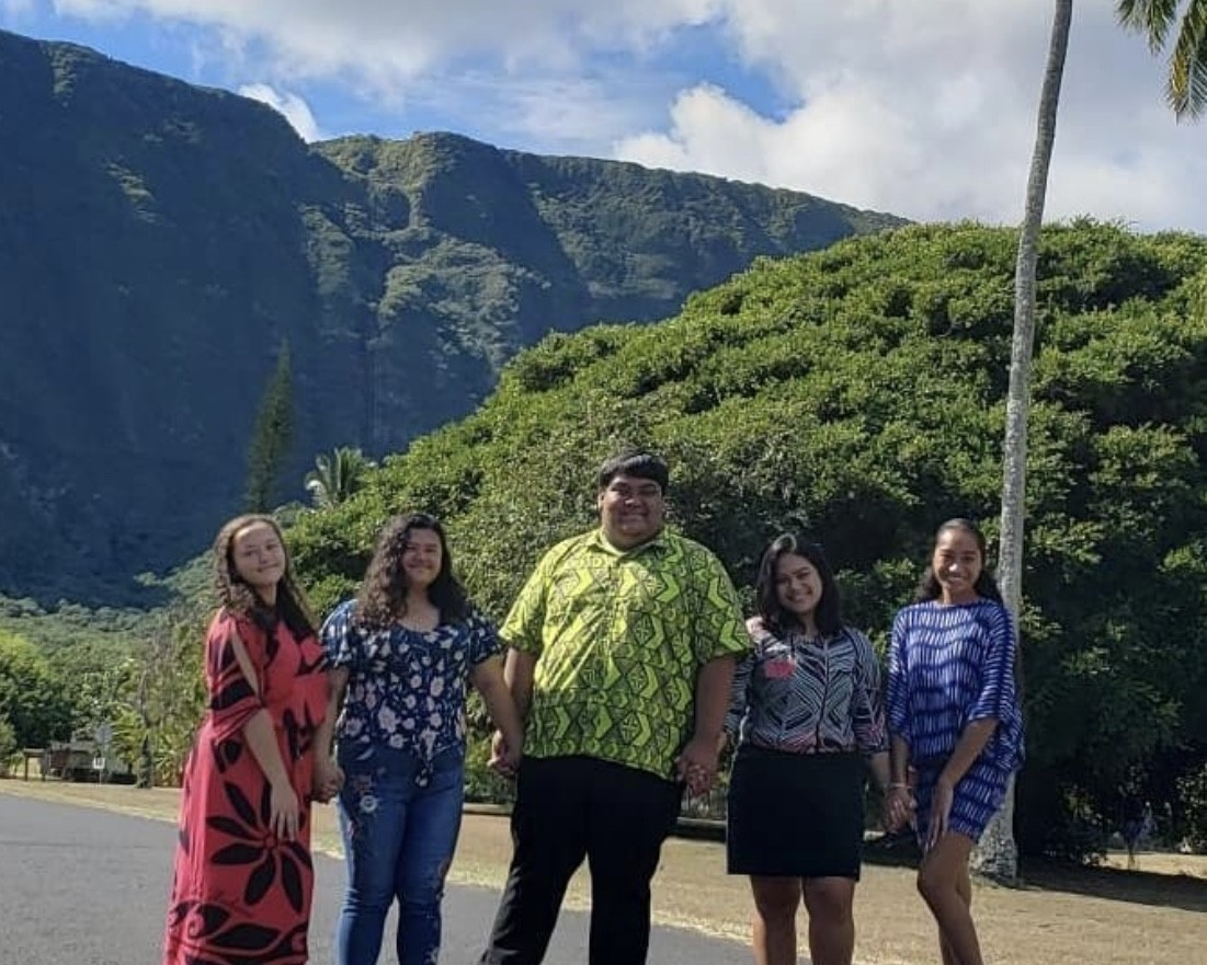 Members of Nā Kuahaʻa a Kaʻupumoaʻula visiting Kalaupapa
