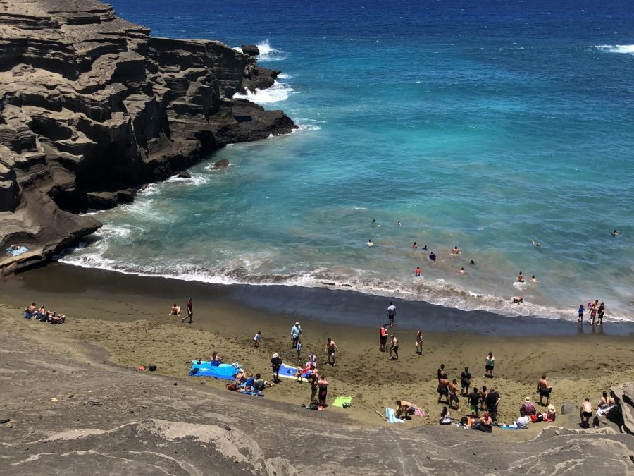 Tourists+visit+year-round+to+swim+in+the+bright+blue+waters+of+Papak%C5%8Dlea+Beach+on+Hawaii+island.